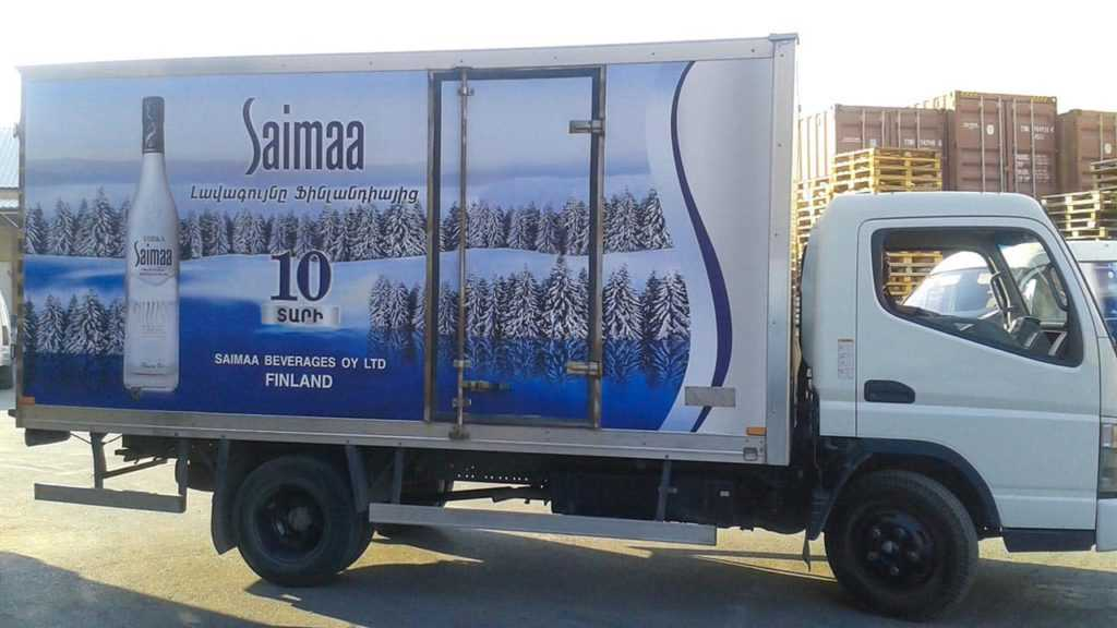 Оклеить плёнку на грузовой автомобиль saimaa