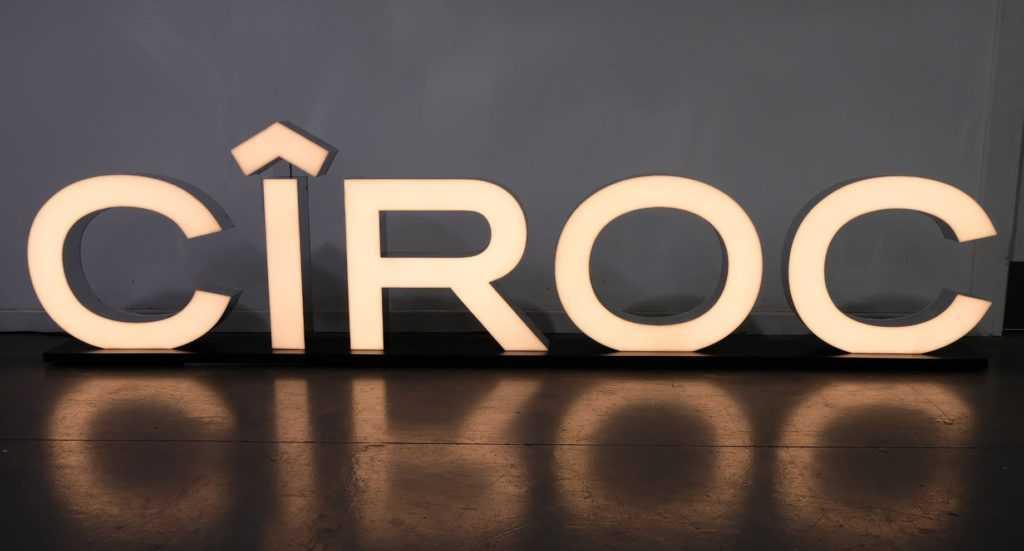 изготовление объемных букв с подсветкой мегаманго