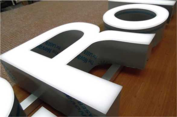 Световые объемные буквы из пластика дешево Мега Бюджет заказать спб цена мегаманго