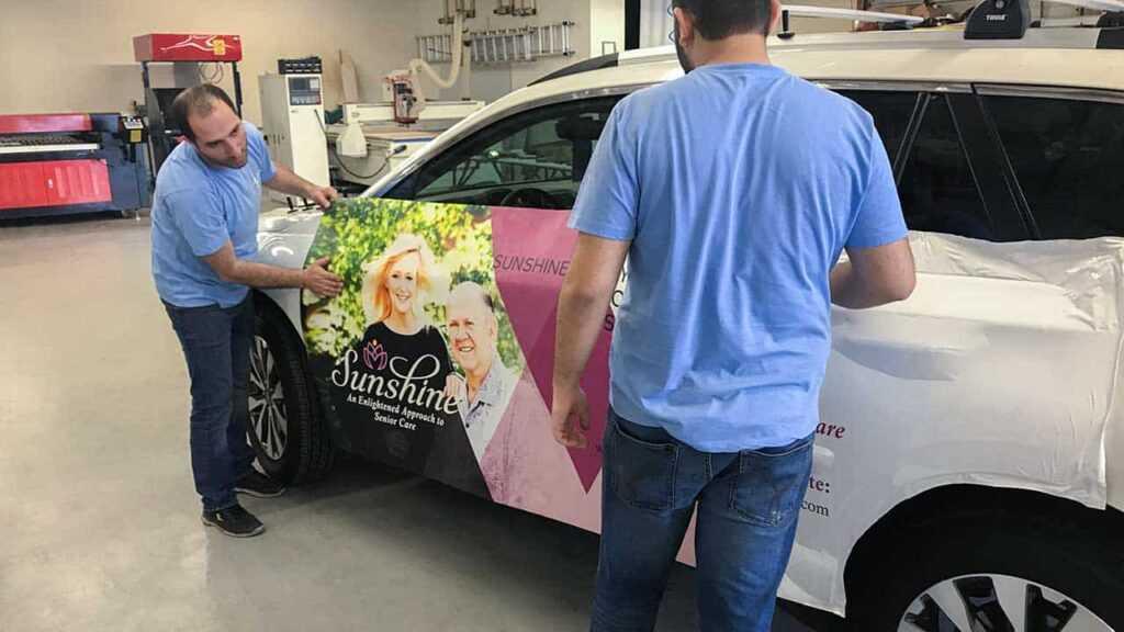 Рекламная наклейка на автомобиль sunshime
